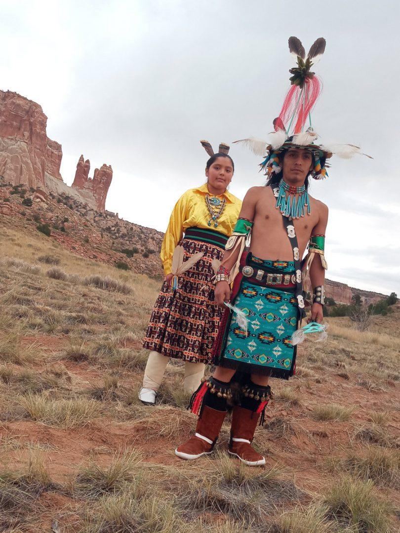 A:shiw odi'kwe Dance Group Zuni